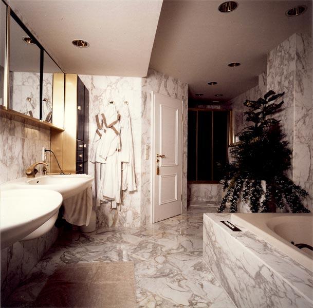 Sie sehen Bilder zu folgendem Artikel: Badezimmer Marmorglanz 1985